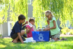 kids_recycling_outdoors